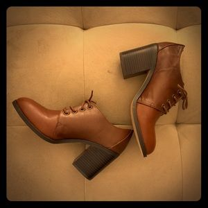 Gorgeous Toffee Steve Madden Lace up Booties